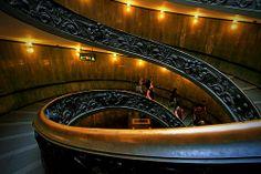 On ne se débarrasse pas d'une habitude en la flanquant par la fenêtre. Il faut lui faire descendre l'escalier marche par marche (Mark Twain)...