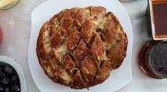 Kahvaltı Masası İçin Çatlak Ekmek - Fırında Sarımsaklı Ekmek