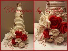 Albero di Natalea cono realizzato con rametti e rosellini fatte a mano in feltro.