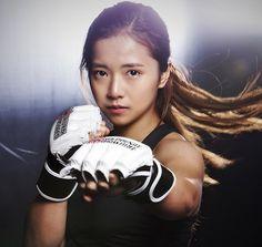 Essa ring girl não sabe só desfilar. Ela estreou no MMA e atropelou - Notícias - UOL Esporte