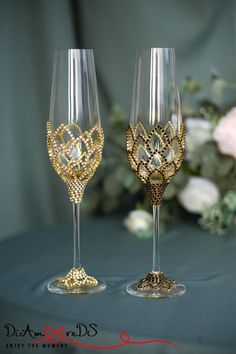 Explore Confetti's variety of wedding event champagne flutes, consisting of conventional and modern-day styles, for your special day. Wedding Toasting Glasses, Wedding Champagne Flutes, Champagne Glasses, Toasting Flutes, Decorated Wine Glasses, Painted Wine Glasses, Crystal Wedding, Gold Wedding, Black Crystals