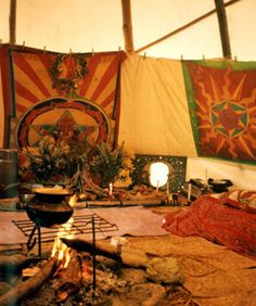 such a great interior of tipi Outdoor Life, Outdoor Living, Yurt Living, Native American Photos, Bell Tent, Farmhouse Remodel, Log Furniture, Tapestry, House Design