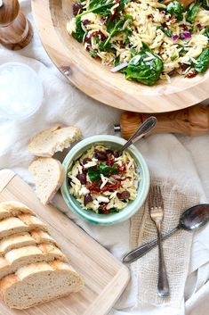 Light, summery, colorful and tasty - this Spinach & Orzo Salad is a treat to behold! Spinach Orzo Salad, Pasta Salad, Sweet Wine, Tasty, Yummy Food, Spinach Leaves, Spinach And Cheese, Salad Ingredients, Dried Tomatoes