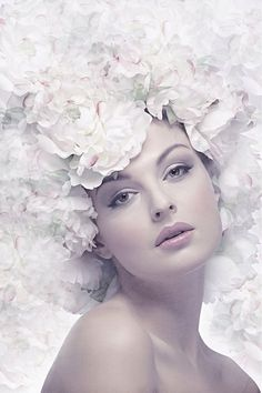 Percepciones Visuales added 102 new photos to the album: FLORES EN LA PIEL ✿ — with Fátima Carvalho and 37 others. Foto Fantasy, Black Wings, Shades Of White, Belleza Natural, Model Photographers, White Women, Belle Photo, Flower Crown, Her Hair