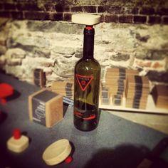 Bello andare a una mostra di design moderno e vedere un tappo presentato su una bottiglia di vino che ho fatto io nel 1992. #design #pescaja #wine #Padgram