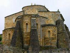 A Basílica de San Martiño de Mondoñedo, situada no concello de Foz, é considerada como a catedral mais antiga de España, xa que no século IX foi sede de dous dos obispados do Reino de Galicia, un trasladado dende Dumio, no distrito de Braga, e outro transladado dende Bretoña na provincia de Lugo. O edificio actual e románico de fináis do século XI e os contrafortes son obra do século XVIII.