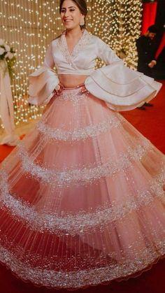 New pakistani wedding dresses bridesmaid saree ideas Indian Wedding Gowns, Indian Gowns Dresses, Pakistani Wedding Dresses, Saree Wedding, Indian Designer Outfits, Indian Outfits, Dress Indian Style, Indian Wear, Lehnga Dress