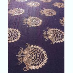 Such pretty flowers embroidered with sequins and thread Zardosi Embroidery, Hand Work Embroidery, Couture Embroidery, Embroidery Motifs, Indian Embroidery, Embroidery Suits, Gold Embroidery, Hand Embroidery Designs, Machine Embroidery