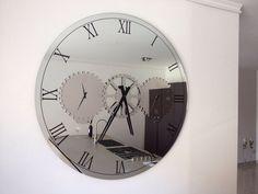 CATTELAN ITALIA Prodotto:TIMES Design: Andrea Lucatello  Specchio/Orologio in cristallo serigrafato specchiato o specchiato fumè con particolari in acciaio.