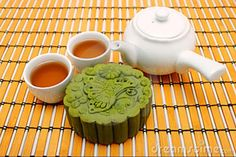 Green tea mooncake with tea :)