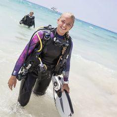 Scuba Wetsuit, Diving Wetsuits, Scuba Gear, Dolphin Tale 2, Best Scuba Diving, Womens Wetsuit, Open Water, Snorkeling, Lunges