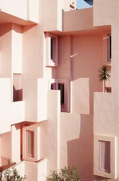 La Muralla Roja in Spain скорее всего Beautiful Architecture, Interior Architecture, Interior And Exterior, Interior Design, Building Architecture, Colour Architecture, Color Interior, Classical Architecture, Landscape Architecture