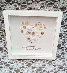 Quadro em MDF com vidro, decorado com botões de vários modelos e mensagem escolhidas pelo cliente  Ideal para presentear , casamento, bodas, aniversários  pode ser feito noutras cores.  *Medida do quadro 25x25 R$ 98,00