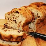 Today's recipe is How To Make Homemade Raisin Bread. The perfect bread to serve at breakfast and to start your day. Packed with juicy raisins and mild taste of the honey that makes this bread delicious. Quick Bread Recipes, Pastry Recipes, Low Carb Recipes, Healthy Recipes, Vegan Keto, Healthy Baking, Healthy Snacks, Pain Aux Raisins, Tortillas Veganas