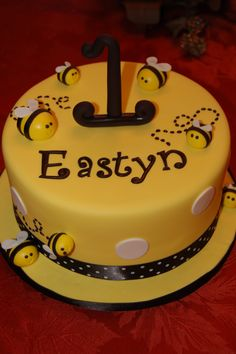 First bee cake Bee Birthday Cake, Bumble Bee Birthday, Birthday Treats, Bumble Bee Cake, Bee Cakes, Fantasy Cake, Honey Cake, Fancy Cakes, Cupcake Cookies