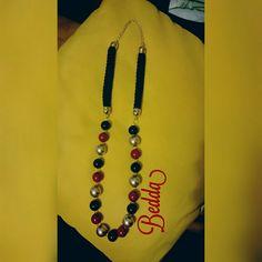 Collana lunga con perle e cordoncino