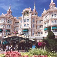 NEW BLOG POST! My Theme Park Must Haves! #beautyblogger #beautyguru #Makeup #Summer #Beauty #Disneyland #Paris http://alicedbeauty.blogspot.co.uk/2015/08/theme-park-makeup-must-haves.html