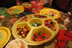 cookie decorating party - use the chip/dip container!