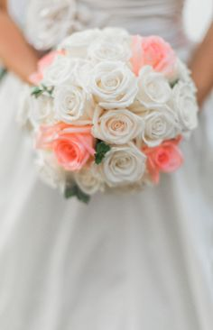 coral and white rose bouquet @weddingchicks