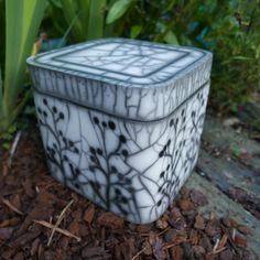 Mes terres Raku - Structures Clay Design, Ceramic Design, Ceramic Art, Raku Pottery, Pottery Courses, Funeral Urns, Ceramic Boxes, Pottery Techniques, Vases