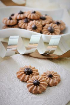 Suklaaruusu pikkuleivät Finnish Recipes, Croissants, Cake Pops, Waffles, Biscuits, Sweet Tooth, Deserts, Ice Cream, Cookies