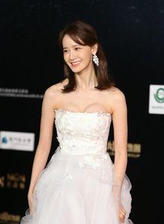 Yoona Snsd, Korean Actresses, Girls Generation, Korean Singer, Kpop Girls, Asian Beauty, Wedding Dresses, Celebrities, Sexy