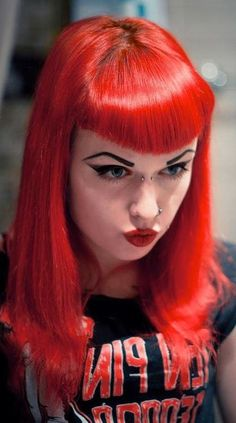 Vintage Hairstyles With Bangs Gothy hairstyle with pinup bangs. I adore this. Bettie Page, Retro Hairstyles, Hairstyles With Bangs, Death Metal, Darkness Girl, Pinup, Betty Bangs, Rockabilly Hair, Rockabilly Dresses