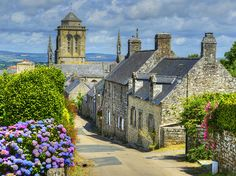 Les plus beaux villages de Bretagne - Photo Yogyakarta, Belle France, Brittany France, Beaux Villages, Medieval Town, Kerala, France Travel, Art And Architecture, Small Towns