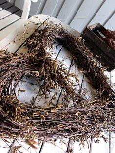 Stort hjerte av hengebjørk – fleurs Grapevine Wreath, Grape Vines, Christmas Wreaths, Holiday Decor, Nature, Design, Nice, Home Decor, Flowers