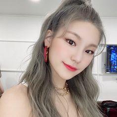 🤲🏻⊹ ⌕ 유나 ⨾ vogue — ▒̼᪶⃜⁈⃯⃡⃞⚂⃨⃜▓⃨⃜⃕▞᪶yeji icons! Kpop Girl Groups, Korean Girl Groups, Kpop Girls, Uzzlang Girl, New Girl, Korean Beauty, K Pop, Just In Case, Short Hair