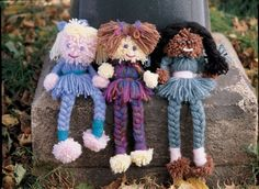 These adorable Pom Pom Dolls make a wonderful keepsakes to be handed down from generation to generation. They are appropriate as decorations and definitely Doll Crafts, Cute Crafts, Yarn Crafts, Crafts For Kids, Kids Diy, Preschool Crafts, Decor Crafts, Wool Dolls, Yarn Dolls