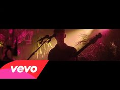 Glass Animals - Hazey (Live in London) - YouTube
