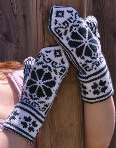 You can purchase the original yarn at Knitted Mittens Pattern, Knit Mittens, Mitten Gloves, Knitting Patterns Free, Free Pattern, Crochet Patterns, Tapestry Crochet, Knit Crochet, Scandinavian Pattern