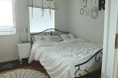 Bedroom and linnen sheets.