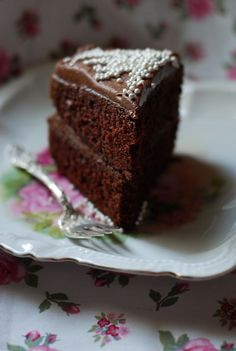 Sour Cream Chocolate Cake with Chocolate Buttercream Frosting