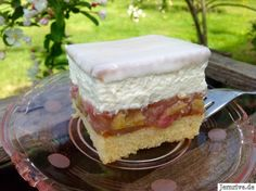 Rhabarberschnitten Source by amonis Puding Cake, Rhubarb Desserts, Sweet Bar, Cake Blog, Cakes And More, Food Design, Cake Cookies, No Bake Cake, Summer Recipes