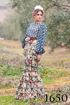 Anguas Ruiz, 2017 Skirt Fashion, Boho Fashion, Fashion Beauty, Fashion Dresses, Beauty Style, Fashion Ideas, Womens Fashion, Spain Fashion, Mexican Outfit