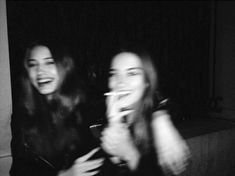 black and white aesthetic Bff Pictures, Best Friend Pictures, Friend Photos, Blurry Pictures, Night Pictures, Night Photos, Black And White Aesthetic, Black N White, Cute Friends