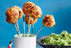 Meatball-Pops mit Erbsenpüree