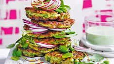 Zucchini friters with halloumi/ courgettekoekjes met halloumi Raw Food Recipes, Low Carb Recipes, Healthy Recipes, Healthy Food, Halloumi, Low Carb Burger, Fruits And Veggies, Vegetables, Lunches