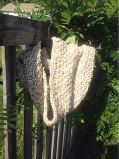 This chunky cowl is super simple to make, with a double seed stitch pattern, and seamless from being worked in the round.     I used three ...