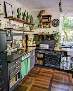 We really like this unique kitchen vintage design. We really like this unique kitchen vintage design. Hippie Kitchen, Boho Kitchen, Green Kitchen, Earthy Kitchen, Country Kitchen, Vintage Kitchen, Interior Design Kitchen, Interior Decorating, Decorating Ideas