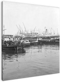 De Waalhaven Rotterdam juni 1967 De Waalhaven is een uitgegraven haven, een van de havens van Rotterdam op de linker Maasoever. Met zijn oppervlakte van 310 ha. is de Waalhaven het grootste gegraven havenbassin ter wereld.