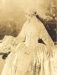 1918 bride. This gown is gorgeous.