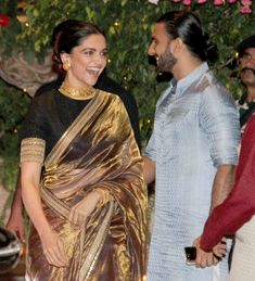 Don't believe reports of Ranveer Singh and Deepika Padukone's Padmavati getting pushed to April the real truth - Good news! Padmavati is releasing this November and Deepika Padukone has almost finished shooting Indian Dresses, Indian Outfits, Deepika Padukone Saree, Designer Sarees Wedding, Stylish Sarees, Saree Look, Elegant Saree, Saree Dress, Sari Blouse