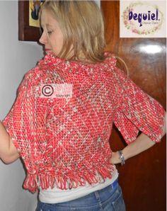 saquito tejido en bastidor cuadrado y romboidal. Terminaciones en crochet