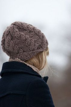 Bulky hat by Eveli Kaur on Ravelry. This pattern is available as a free Ravelry download