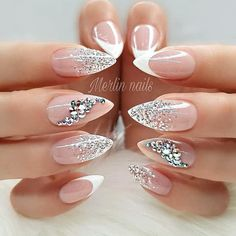 The trend of almond shape nails has been increasing in recent years. Many women who love nails like almond nail art designs. Almond shape nails are suitable for all colors and patterns. Almond nails can be designed to be very luxurious and fashionabl Soft Pink Nails, Pink Glitter Nails, Sparkly Nails, Blue Nail, Blue Glitter, Glitter French Nails, Pink Soft, Sexy Nail Art, Sexy Nails