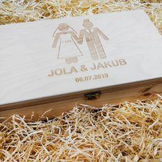 A może prezent ślubny z poczuciem humoru? 😉  #skrzynkanawino #pudełkonawino #prezentślubny #ślub #wesele #wedding #weddingbox #prezent #upominek #skrzynka #pamiątka #love #miłość #amour  #bestday  #wdniuślubu  #togetherforever #instawedding #marriage #engraved #laser #winebox #wood #box #wine #grawer #toruń #gravergifts