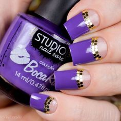Cute violet and gold inspired winter nail art. Nothing better than to top off your nails with awesome looking gold sequins.